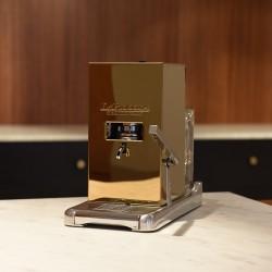 La Piccola Gold inkl Sommelierbox med 81 kaffepods och två espressokoppar.