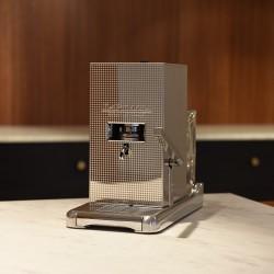 La Piccola Perla inkl Sommelierbox med 81 kaffepods och två espressokoppar.