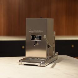 La Piccola Silver inkl Sommelierbox med 81 kaffepods och två espressokoppar.